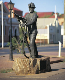 Miners Monument - Accommodation Cooktown